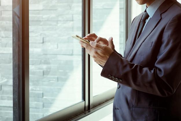 Geschäftsleute mit smartphone. Kostenlose Fotos