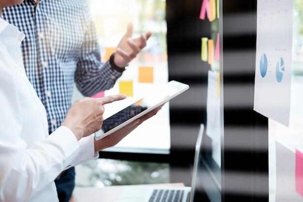Geschäftsleute treffen design ideen konzept. geschäftliche planung Premium Fotos