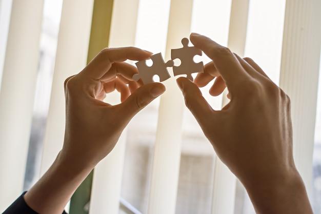 Geschäftsleute und puzzle Premium Fotos