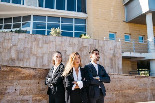 Geschäftsleute vor der treppe Kostenlose Fotos
