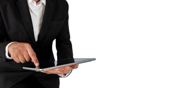 Geschäftsmann, der die strategie auf der tablette lokalisiert auf weiß, fahne planiert. Premium Fotos