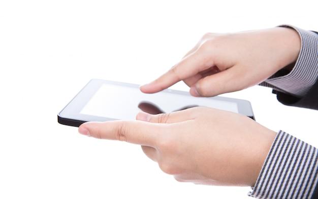 Geschäftsmann, der ein touchscreen-gerät gegen weiße backgroun mit Kostenlose Fotos