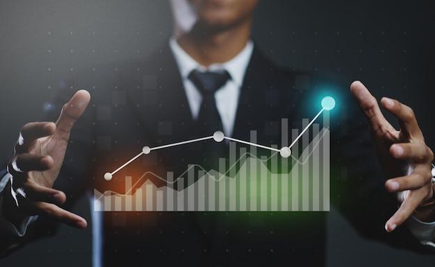 Geschäftsmann, der wachsendes statistik-finanzdiagramm erstellt Premium Fotos