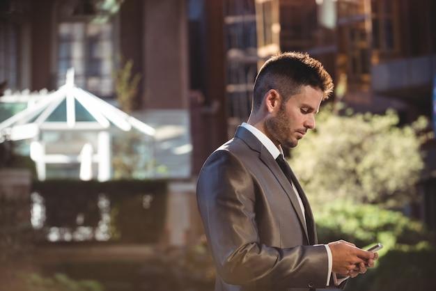 Geschäftsmann mit handy Kostenlose Fotos