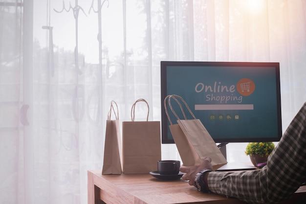 Geschäftsmann mit laptop. Premium Fotos