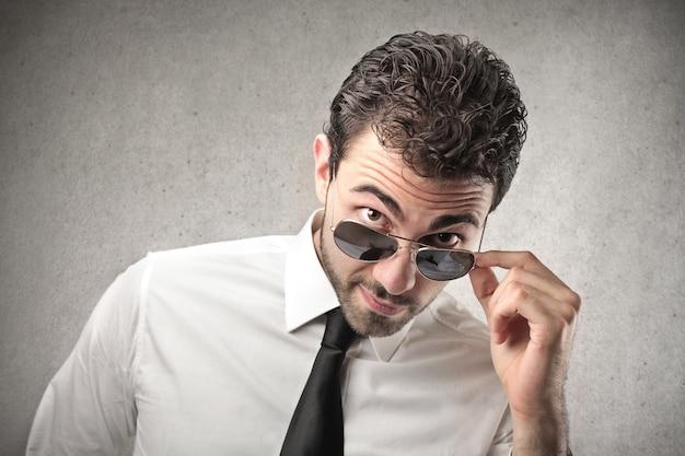 Geschäftsmann mit sonnenbrille Premium Fotos