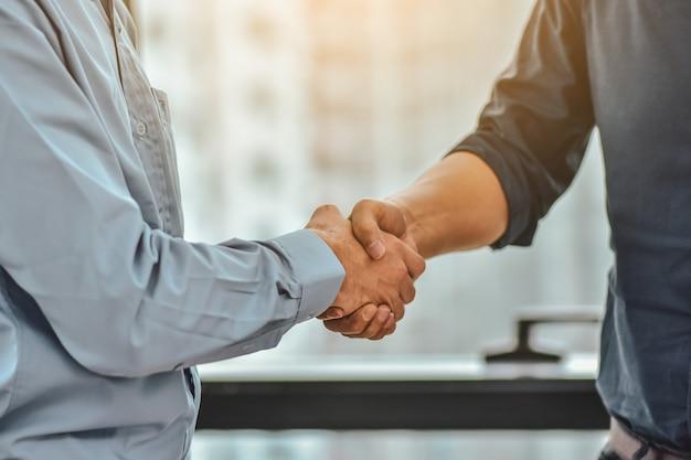 Geschäftsmann shake hands success business-projekt Premium Fotos
