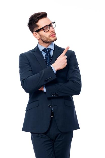 Geschäftsmann zeigt seinen finger hoch Kostenlose Fotos