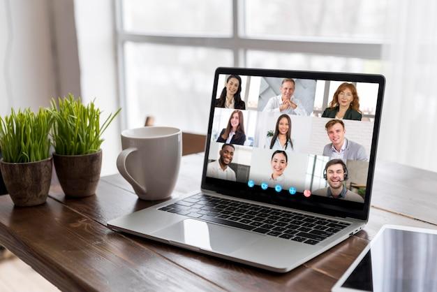 Geschäftsvideoanruf auf laptop Kostenlose Fotos