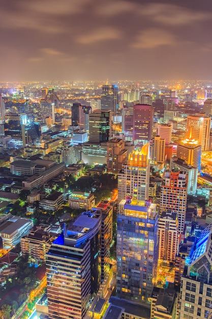 Geschäftsviertel mit hohem gebäude, bangkok Premium Fotos