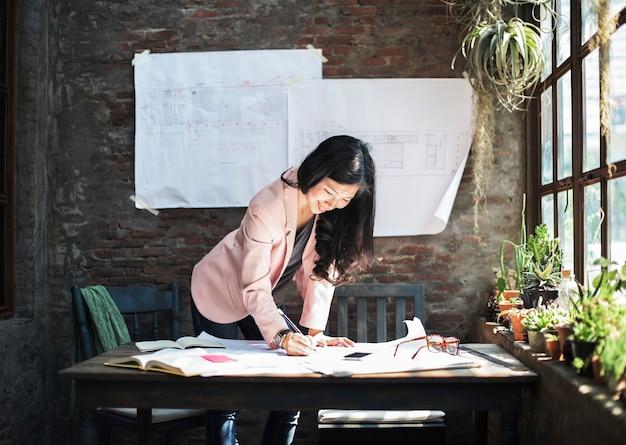 Geschäftsfrau casual creative home office ideen konzept download