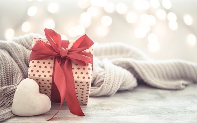 Geschenkbox in einer schönen box mit herz. Kostenlose Fotos