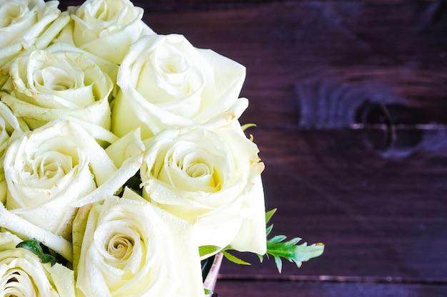 Geschenkbox mit rosen Premium Fotos