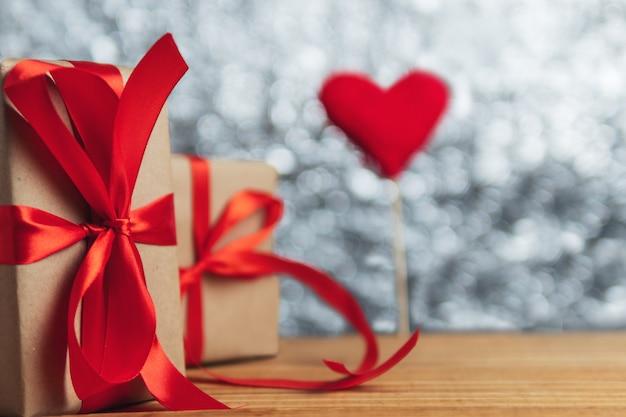 Geschenkbox zum valentinstag Premium Fotos