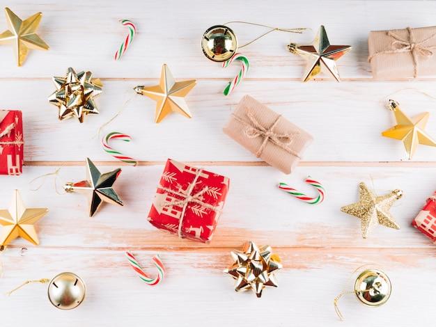 Geschenkboxen mit weihnachtsspielwaren Kostenlose Fotos