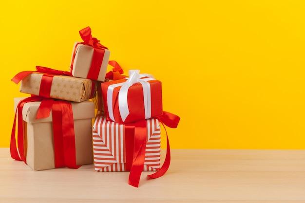 Geschenke mit bändern Premium Fotos
