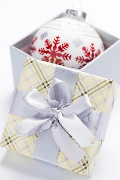 Geschenkverpackung und girlanden Kostenlose Fotos