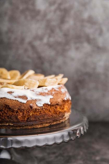 Geschmackvoller kuchen der nahaufnahme mit bananenscheiben Kostenlose Fotos