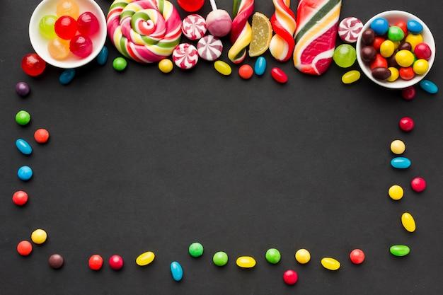 Geschmackvoller süßigkeitsrahmen mit kopienraum Kostenlose Fotos