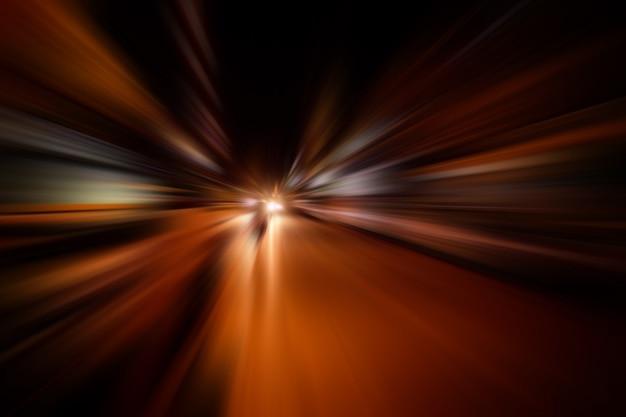 Geschwindigkeitsbewegungsunschärfe auf straße nachts Premium Fotos