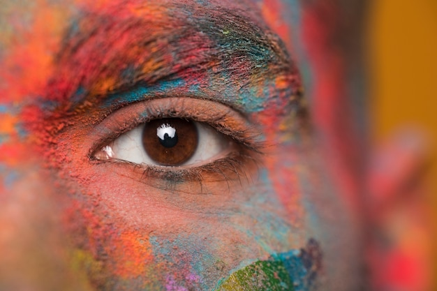 Gesicht in pulverfarbe Kostenlose Fotos
