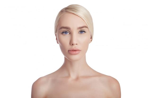 Gesicht und körper der sauberen haut der frau. naturkosmetik Premium Fotos