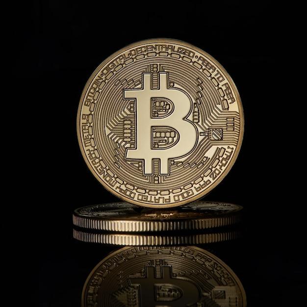 Gestapeltes goldenes bitcoin-kryptowährungs-btc-währungstechnologie-geschäfts-internet-konzept Premium Fotos