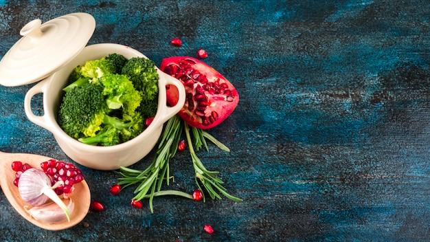 Gesunde lebensmittelzusammensetzung mit elegantem stil Kostenlose Fotos