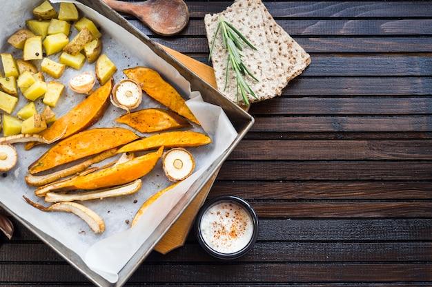 Gesunde lebensmittelzusammensetzung mit ofenkartoffeln Kostenlose Fotos