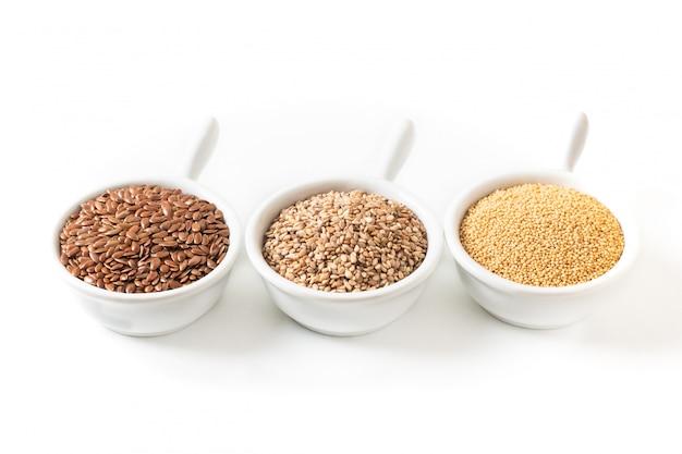 Gesunde lebensmittelzutaten 3 arten von glutenfreien körnern flachs Premium Fotos