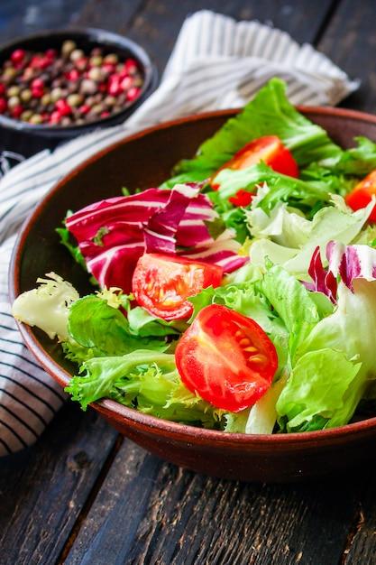 Gesunde salatblätter mischen Premium Fotos