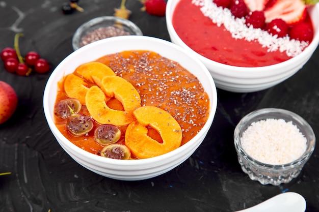 Gesunde smoothiefrühstücksschüssel Premium Fotos