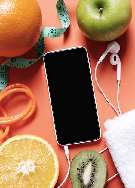 Gesunde zusammensetzung mit früchten und smartphone Kostenlose Fotos