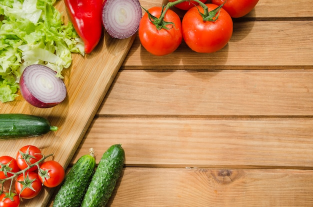 Gesunde zutaten in einem salat enthalten Kostenlose Fotos
