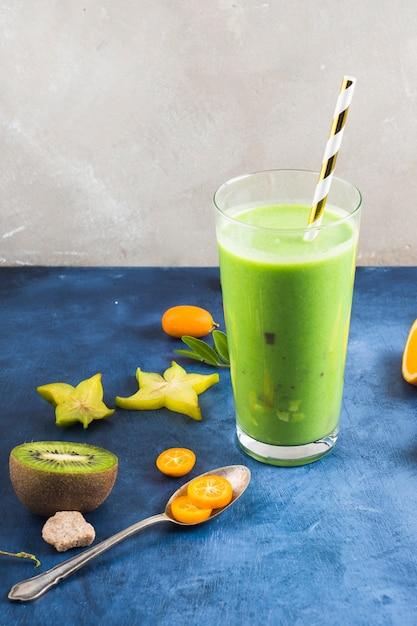 Gesunder und köstlicher grüner smoothie Kostenlose Fotos