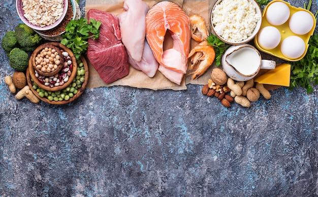Gesundes essen reich an eiweiß Premium Fotos