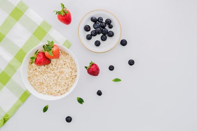 Gesundes frühstück mit früchten Kostenlose Fotos