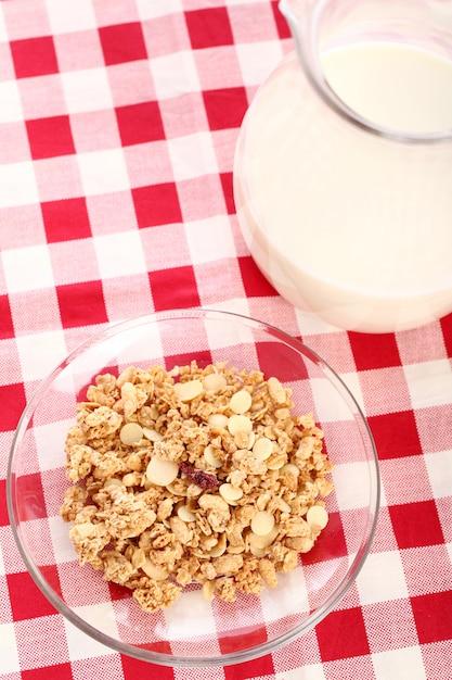 Gesundes frühstück mit milch und müsli Kostenlose Fotos