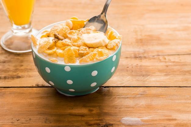 Gesundes hausgemachtes frühstück aus müsli Kostenlose Fotos