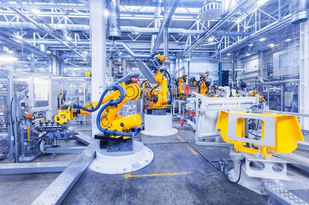 Getönten schuss von robotern in einer autofabrik Premium Fotos