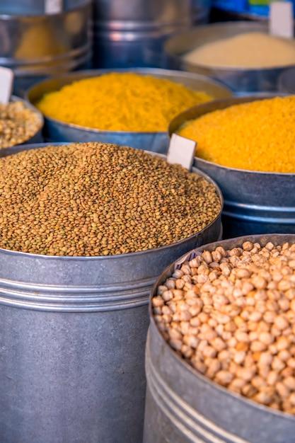 Getreide auf dem markt Premium Fotos