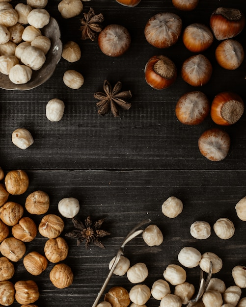 Getrocknete nüsse und kichererbsen Kostenlose Fotos
