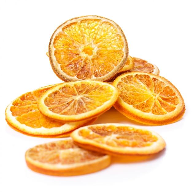 Getrocknete orange auf dem tisch Kostenlose Fotos