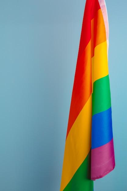 Gewebebeschaffenheit des homosexuellen regenbogenflaggenabschlusses oben Premium Fotos