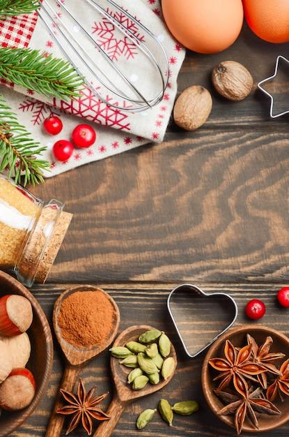 Gewürze nüsse und beeren zum weihnachtsbacken Premium Fotos