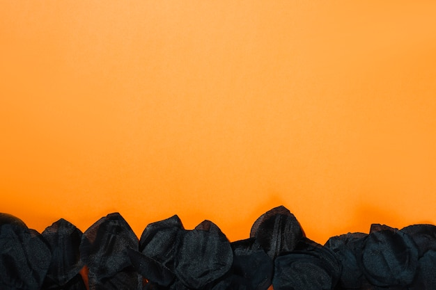Gezupfte blumenblätter der schwarzen blume Kostenlose Fotos