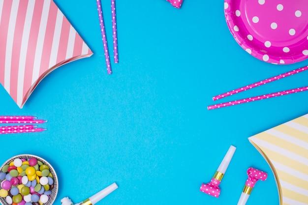 Girly geburtstagsversorgungen mit kopienraum auf blauem hintergrund Kostenlose Fotos
