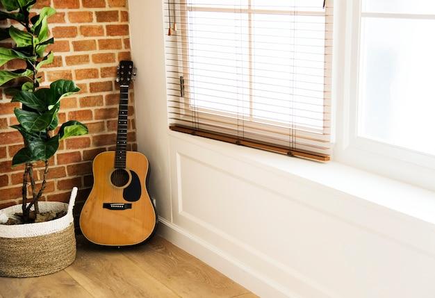 Gitarren- und blumentopf im wohnzimmer Kostenlose Fotos