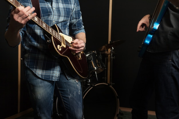Gitarrenband close up Kostenlose Fotos