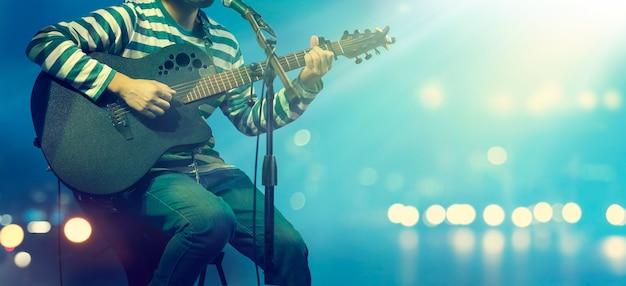 Gitarrist auf der bühne für den hintergrund Premium Fotos